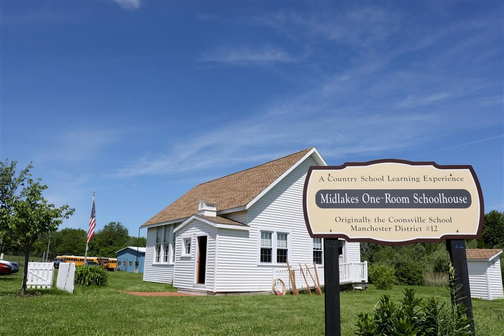 photo of midlakes one-room schoolhouse